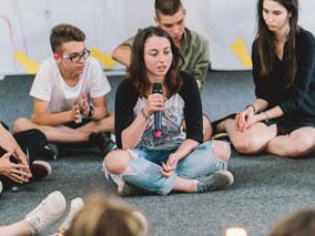 Тийнщайн – мястото, където тийнейджърите се учат да се свързват със себе си