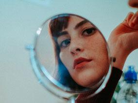 Човекът в огледалото